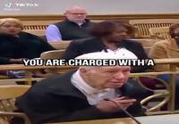 Vanha mies syytettynä oikeudessa