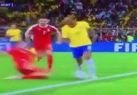 Neymar kikkailee