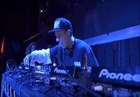 DJ käynnistelee