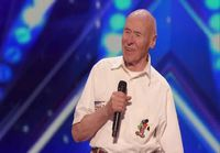 John Hetlinger yllättää yleisön laulullaan