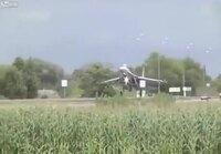 Ukralainen Su-27 hävittäjä osui liikennemerkkiin