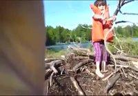 Pikkutyttö ja käärme