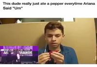 Tyyppi syö chiliä