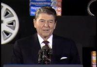 Ronald Reagan kertoo vitsejä.