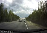 Läheltä-piti tilanne Venäjän maantiellä