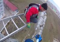 Turkkilaiset sähkömiehet töissä korkealla