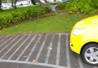Kuka hemmetti parkkeeraa tuohon?
