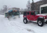 Jumittuneelle bussille vetoapua