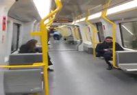 Fillarilla metron kyydissä