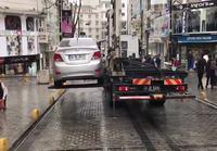 Väärin pysäköity auto kyytiin