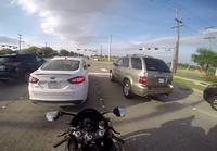 Moottoripyörä kolaroi