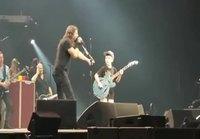 Poika soittaa Metallicaa
