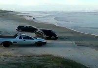 Moottoripyöräilyä meren rannalla